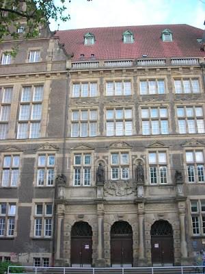 Gimnazija fasada