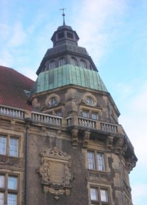 Gimnazija kupola na krovu na uglu zgrade