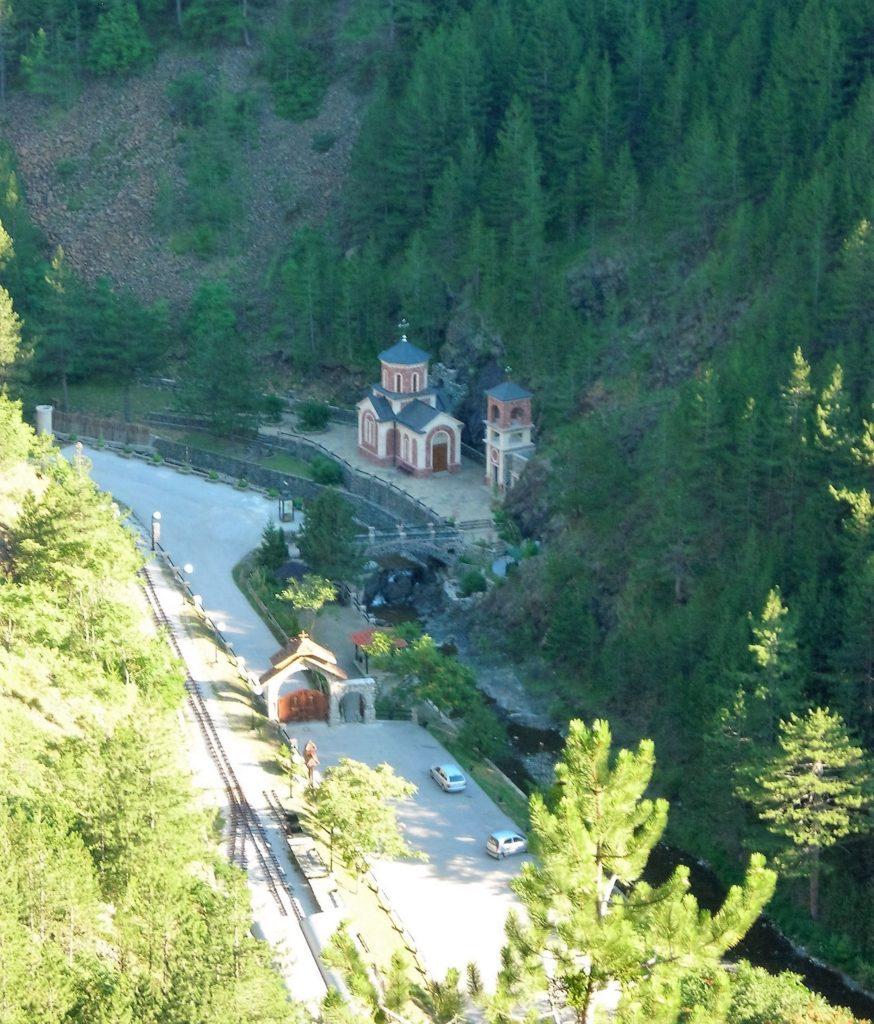 Izvorište Bele vode i crkva Sv. Jovana Krtsitelja (Foto S. L ./ JST)