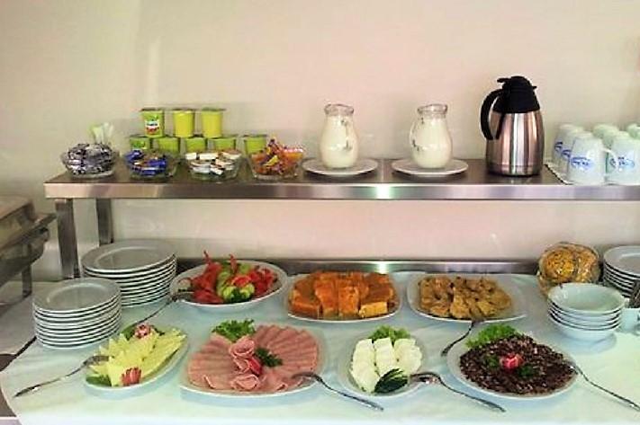 Doručak - švedski sto u hotelu 018 IN u Nišu