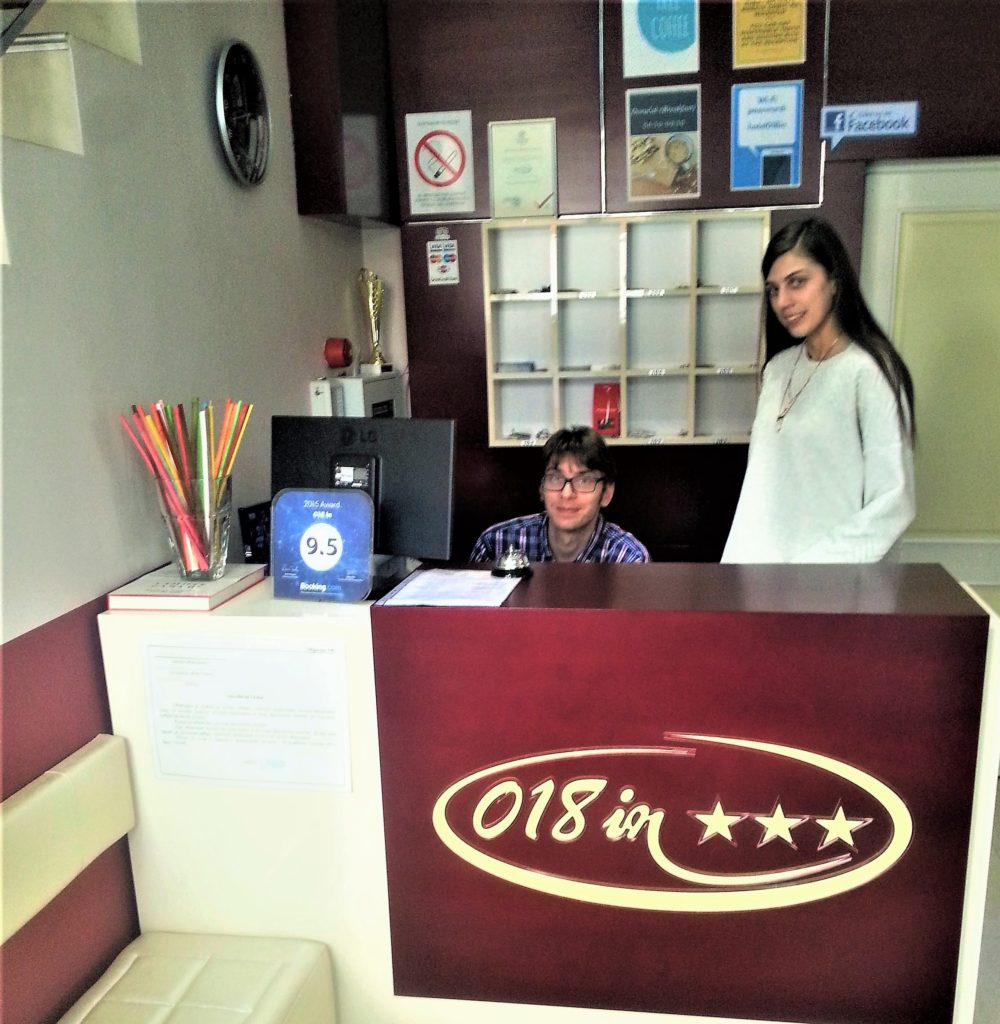 "Milica i Aleksandar sa osmehom dočekuju goste u hotelu ""018 IN"" u Nišu / Foto: S. Lučić"